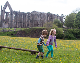 bolton abbey welly walk priory ruins